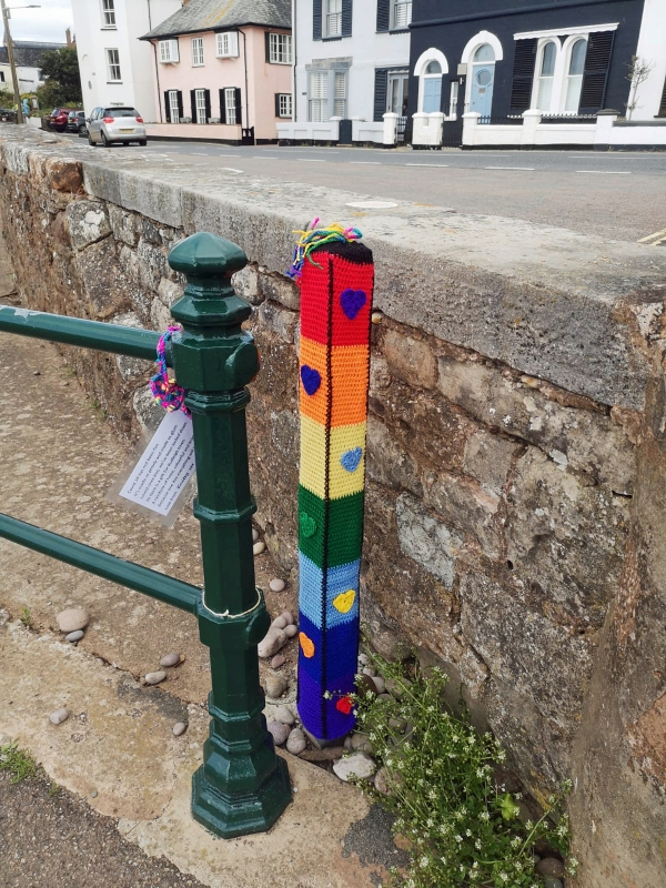 MYSTERIOUS KNITSY THE YARNBOMBER DONATES TO THE FAIRLYNCH COVID 19 ARCHIVE