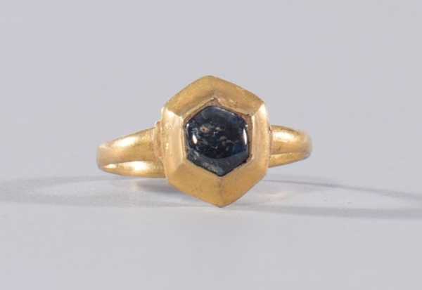 City's treasure collections boosted by Medieval gold finger ring from Wembury